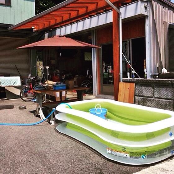 【砂漠のオアシス】今年暑すぎる→プールを設置 自転車工房ハイランダー